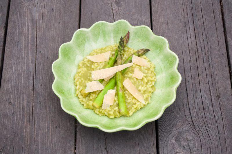 Ramslöksrisotto med grön sparris och parmesanost